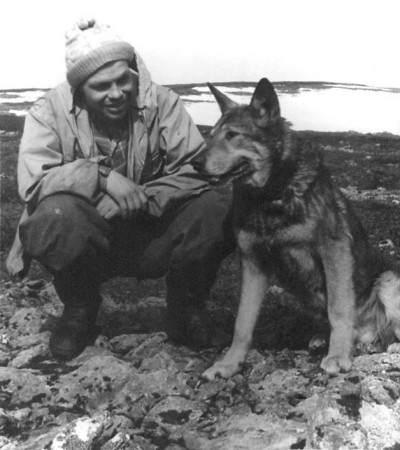 Dyatlov Pass: Askinadzi with one of the rescue dogs