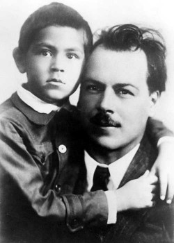 Nikolay Ivanovich Vavilov with his son Oleg