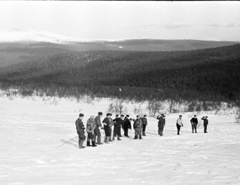 Search on the slope. Karelin in the center with glasses and striped dark gaiters.