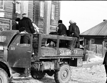 Mounting a truck in Ivdel. The photo was taken near an old hotel on the bank of the Ivdel River