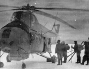 Ivdel, boarding of Slobtsov's search group on the helicopter 31510 from 123rd flight detachment with commander Pustobaev. The far right is Devyatov. Photo from Feb 23. From Brusnitsyn's album.