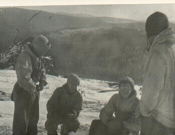 Grebennik group on the search along the Ural ridge. The second from the right is Shlyapin. Photo taken Feb 25-27. Later, the group left the ridge towards the Vizhay village along the Vizhay river valley. Shlyapin archive.