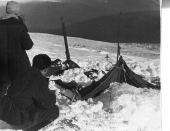 Inspection of the tent. Photo from Feb 28. Karelin-Koptelov. Brusnitsyn archive.
