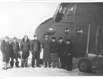 M. Novikov (flight navigator)-N. Nemyko (flight technician)-V. Ovchinnikov (pilot navigator)-Potyazhenko (aircraft commander)-Ortyukov-Korolyov-Nevolin-?. Helicopter Mi-4 (142nd Separate Air Medical Squadron, board №14).