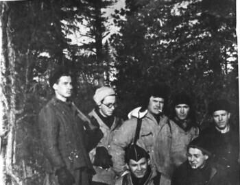 Group of hikers. Shkodin-Sahnin-?-Kotenev-Nevolin. Down: Mertsalov-Solovyev. From Koskin's archive.