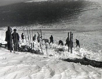 In the snow, you can see the rings removed from the ski poles, which were used for searching.