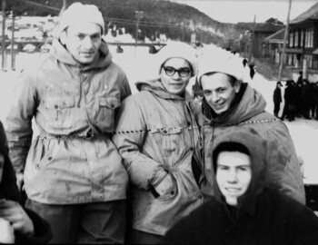 Sogrin (in a black hat) -Dubovtsev-Yakimenko-Meshteryakov-Sedov (bottom). Photo in Ivdel before departure to the search