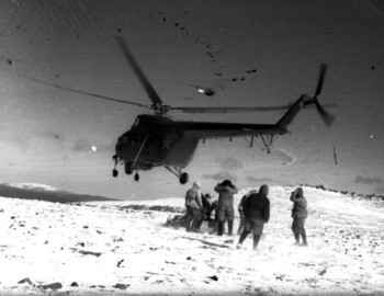 Disembarkation of Sogrin search group (helicopter №14 of the 142nd Separate Air Medical Squadron, commander Potyazhenko)