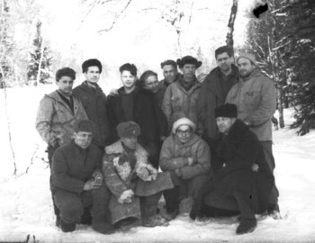 Sogrin's search group. ? (Physics student)-Sychev-Nevolin-Malyutin-Sedov-Shulyatiev-Eroshev-Dubovtsev. Bottom: ?-Potapov-Yakimenko-?