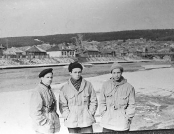 According to Askinadzi at the Ivdel airfield: Fedorov-Suvorov-Askinadzi. From Koskin's archive.