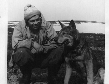 Askinadzi with a search dog