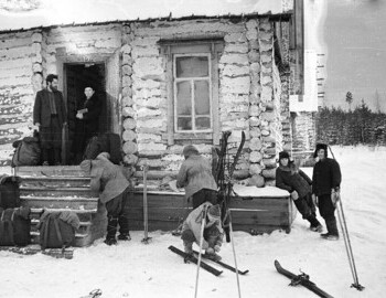 District 41. Jan 27. Dyatlov, Yudin, and Slobodin. Standing on the porch: Ognev and Evgeniy Venediktov with the book.