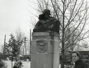 Jan 24 - Serov. Monument to the Hero of the Soviet Union Serov at the entrance of the Metallurgical Plant. Kolevatov in the photo. Jan 24.