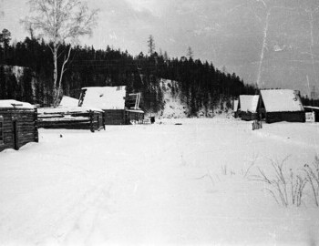 Jan 28 - 2nd Northern. Panorama of the village. The figure of a man is visible in the center of the house, presumably Yudin.