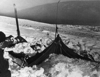 The tent partly cleared of the snow, 27 Feb 1959 - Yuri Koptelov, photo by V. Brusnitsin, photo archive Aleksej Koskin