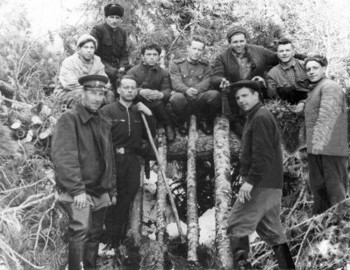 "1st row: Ortyukov, Delevich and Fyodorov, 2nd row: Askinadzi, Suvorov, after next Kuzminov, at the very top is the ""lazy dog breeder"" - photo archive Vladimir Askinadzi"
