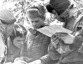 Michail Sharavin, Vladimir Lebedev, Boris Slobtsov, Vyacheslav Halizov (with the map), photo by Vadim Brusnitsyn 25 Feb 1959