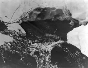 The body of Lyuda is pulled out, the remaining bodies still lie in a creek under the snow. - photo archive Tolya Mohov