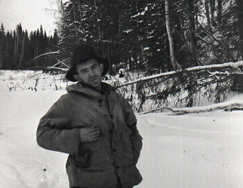 Lyuda, Slobodin, Nikolay and Zina kneeling