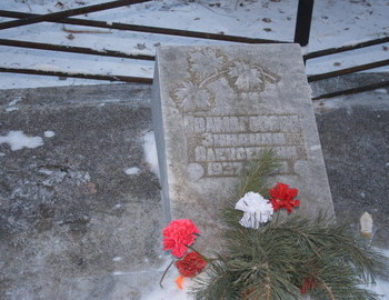 Zina Kolmogorova tomb in 2009