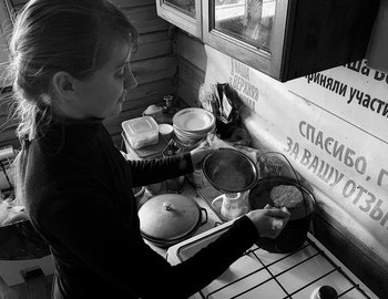 Ekaterina Zimina maiking porridge in Vizhay