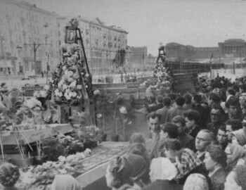 Alexander Kolevatov wreath in front at 12 May 1959 funerals
