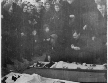 Doroshenko and Zina opened coffins - photo by Zinoviev