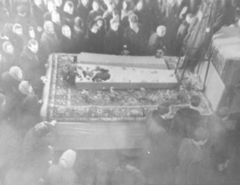 Zina's opened coffin - photo from Kolmogorova 's sister T. A. Zaprudina