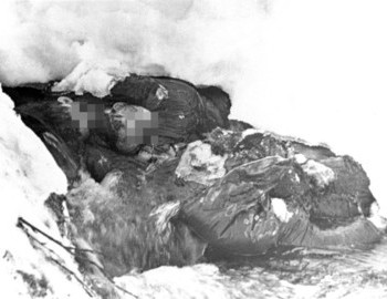 "Kolevatov body (upper left) ""embracing"" Zolotaryov, and Tibo's body 30 cm downstream - photo archive Tolya Mohov"
