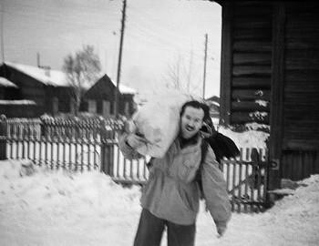 Semyon Zolotaryov with a bag of provisions in city of Serov - 24 Jan 1959