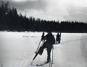Zolotaryov cleaning his skis on Lozva river between 41st district and 2nd Northern on 27 Jan 1959