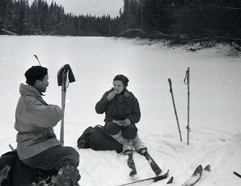 Semyon Zolotaryov and Zina Kolmogorova during lunch break on Lozva river on 28 Jan 1959