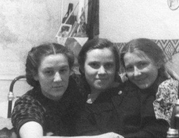 Zinaida in the center