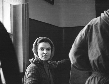 24 Jan 1959, Serov, 41st school, the group is preparing for the trek. Zina Kolmogorova is holding a piece of felt.